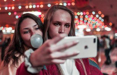 thinking-beyond-her-selfie