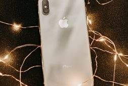 smartphones-tablets-under-the-christmas-tree